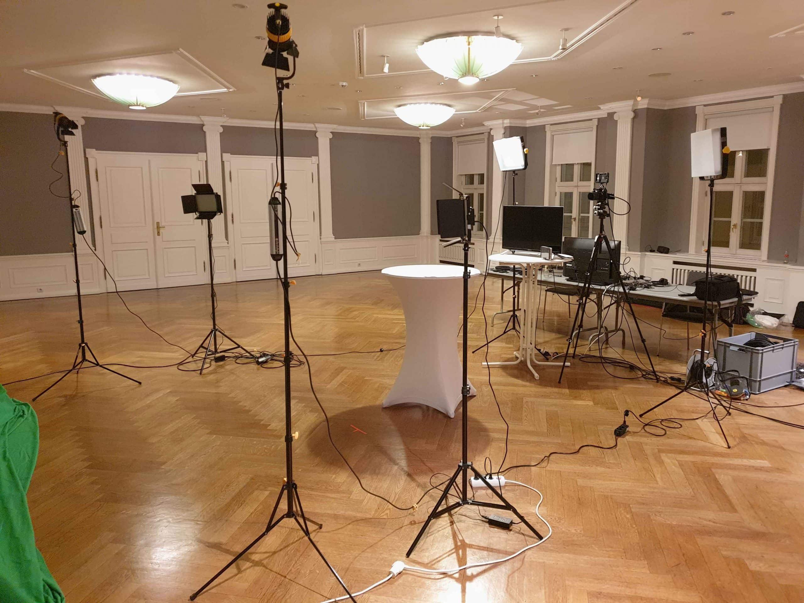 TBT bei einer professionellen Videoproduktion vor dem Greenscreen
